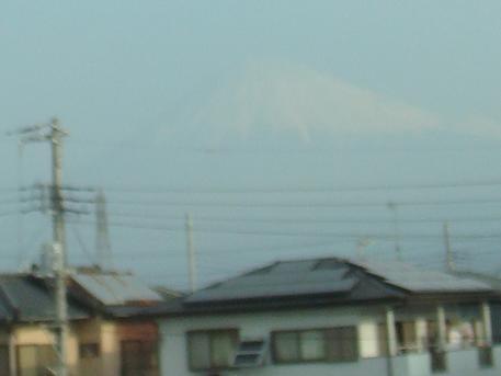 うっすら見える富士山