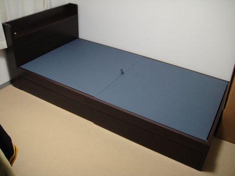 組みあがったベッド