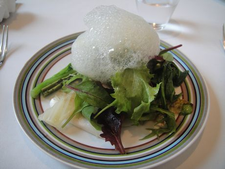 採れたてお野菜いっぱいの健康的なサラダ