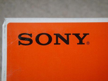 箱のSONYロゴ
